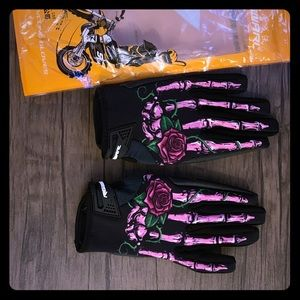 Size medium women's cycling gloves!  Brand new!
